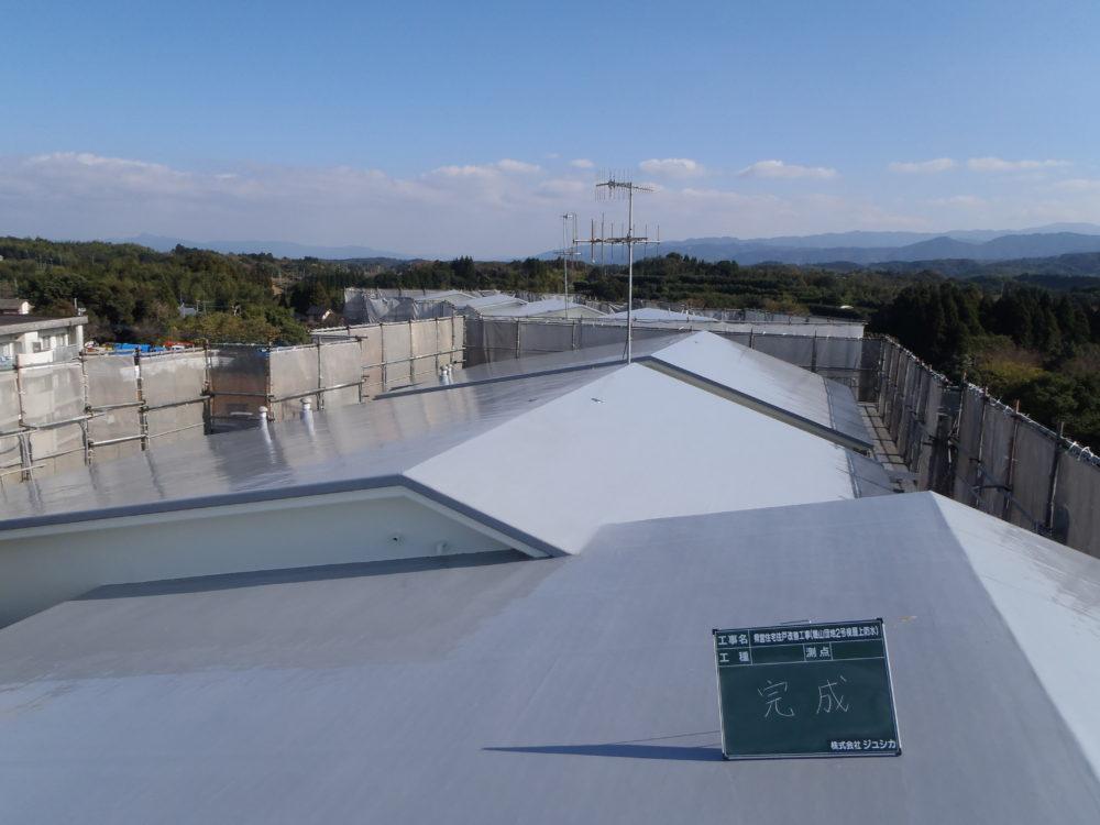 団地屋根:ウレタン塗膜防水工事画像